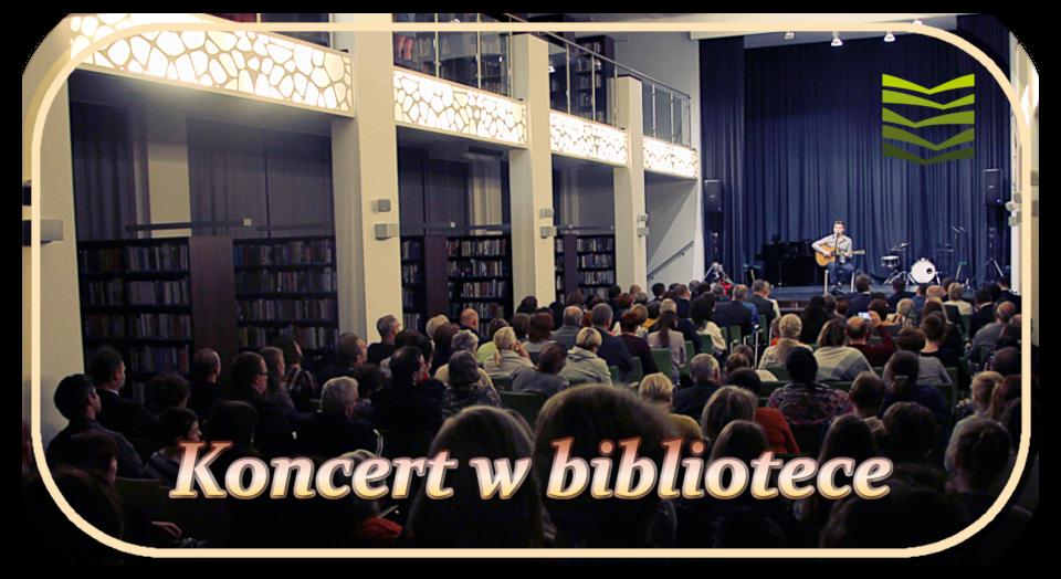 zdjęcie sali głownej wiślańskiej biblioteki wtrakcie koncertu